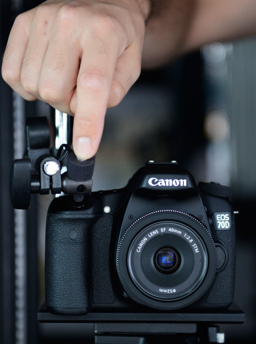 The electro-mechanical trigger shown in use with the Canon EOS 70D